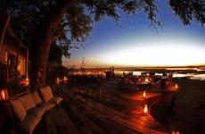 Auringonlasku Botswanassa