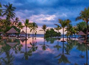 Infinity pool, Oberoi Beach Resort Lombok