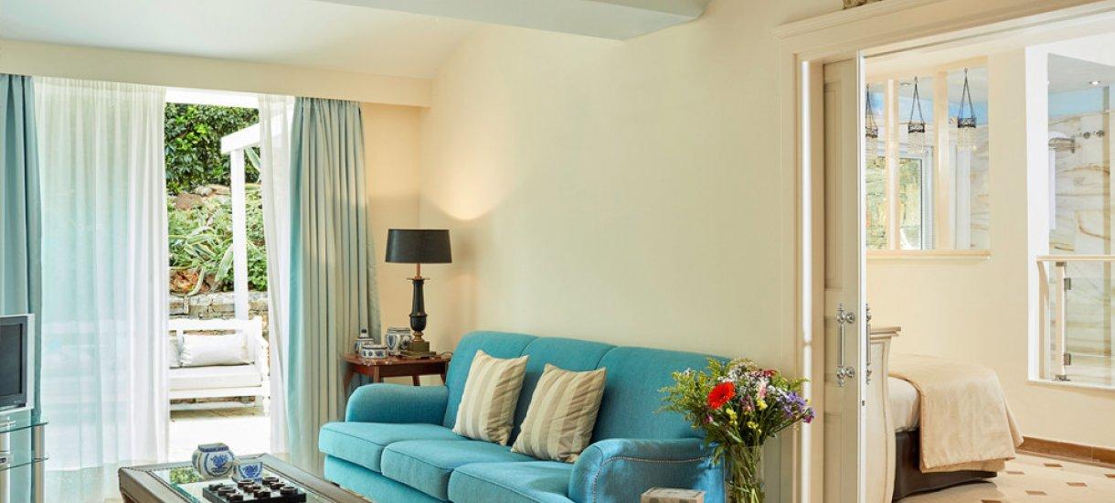 Deluxe Senior Suite